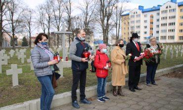 Skromne obchody 11. rocznicy katastrofy smoleńskiej  i 81. rocznicy zbrodni katyńskiej w Grodnie. Msza święta w Mińsku (ZDJĘCIA)