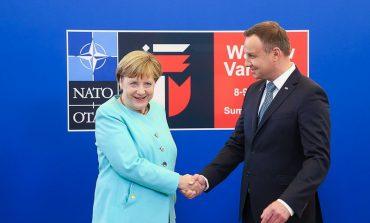 Sondaż: Spośród zagranicznych polityków Ukraińcy najbardziej ufają Merkel i Dudzie