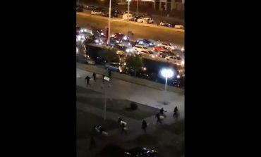 Kolejna noc protestów na Białorusi. Milicja poluje na dziennikarzy