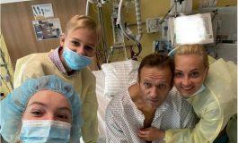 """""""Cześć, tu Nawalny"""". Jest zdjęcie z berlińskiego szpitala"""