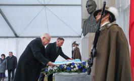 Prezydenci Polski i Izraela złożyli kwiaty pod pomnikiem Witolda Pileckiego