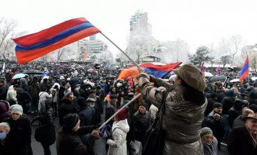 Paszinian zaproponował przedterminowe wybory i zmiany w konstytucji
