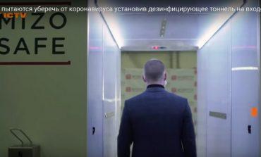 W rezydencji Putina postawili tunel dezynfekcyjny (WIDEO)