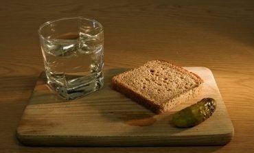 Aby przyjęła się rosyjska szczepionka na koronawirusa, nie można pić alkoholu przez dwa miesiące