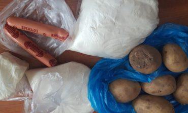 Karelia: W czasie kwarantanny biednie dzieci dostały od lokalnych władz zgniłe ziemniaki i po dwie parówki