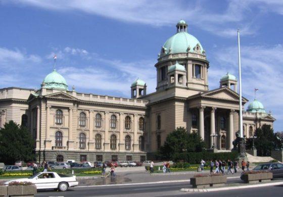 Mężczyzna zastrzelił się przed parlamentem Serbii