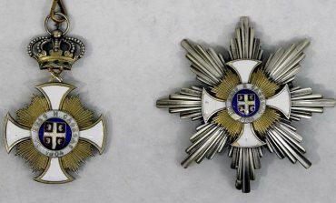 Kontrowersyjny noblista z serbskim odznaczeniem