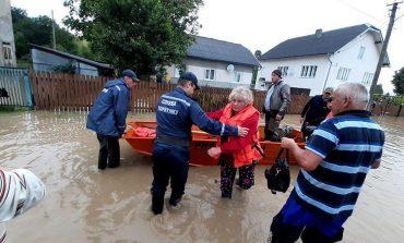Powódź na Ukrainie zachodniej. Podtopionych ponad 10 tys. domów, 64 mosty zerwane