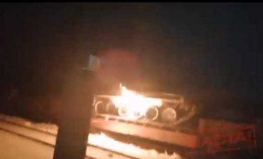 """""""W proteście przeciwko bezczynności armii"""". W Mińsku spalono czołg T-72 (WIDEO)"""