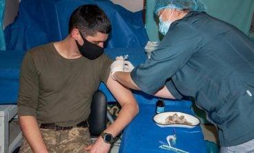 W strefie Operacji Połączonych Sił w Donbasie do szczepień zgłosiło się poniżej 20 procent wojskowych
