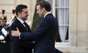 W Paryżu odbywa się spotkanie Macron-Zełenski. Uczestniczy w nim również Angela Merkel (via Internet)